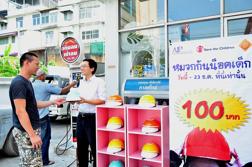 pop up helmet kiosk 2