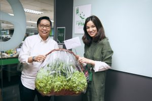 Thailand Country Manager Oratai Junsuwanaruk and team hand-deliver an organic gift basket to GrabTaxi's office.