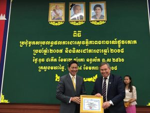 (From left) H.E. Sun Chanthol, Senior Minister, Minister of Public Works and Transportation and Permanent Deputy Chairman of the National Road Safety Committee presents Manulife Cambodia's CEO Mr Robert Elliott with a Certificate of Appreciation.