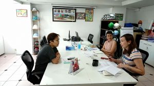 Thailand Country Manager Oratai Junsuwanaruk meets with representatives from Internews.