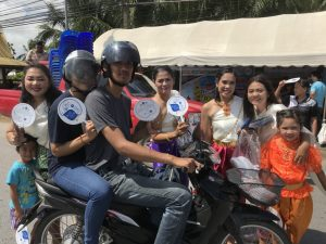 Drivers and passengers passing through the checkpoint received hand fans and towels from Street Wise participants dressed in traditional Thai outfits.