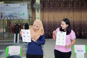 Teachers participate in training activities using traffic signs and games.