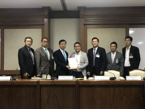 AIP Foundation Thailand Country Manager Oratai Junsuwanaruk meets with First Vice President of the National Legislative Assembly Surachai Liangboonlertchai and government representatives to submit policy recommendations.